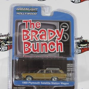 1969 PLYMOUTH SATELLITE STATION WAGON THE BRADY BUNCH GREENLIGTH 1:64
