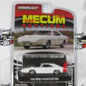 1969 DODGE CHARGER DAYTONA MECUM RUCTIONS SERIE 8+ GREENLIGHT 1:64